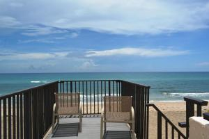 Dune Deck Of The Palm Beaches