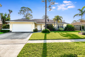 912  Blueberry Drive  For Sale 10563528, FL
