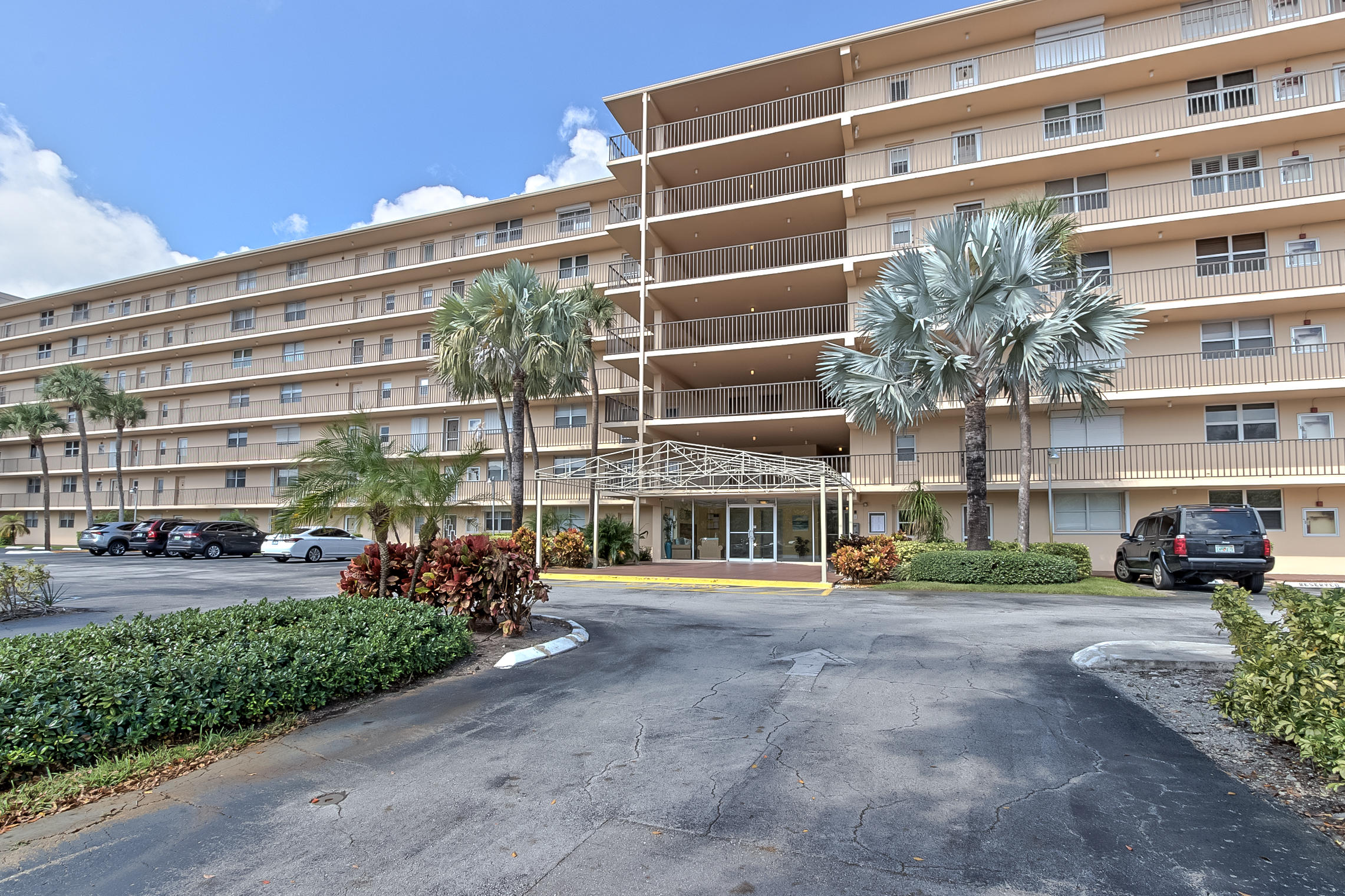 Priced to sell! Great Opportunity for a corner Penthouse unit east Boca Raton, close to the beach. Feature hurricane impact windows with a peaceful and private patio, great view of the city, golf with a touch of the ocean view. Wood floors, upgraded kitchen... Don't miss it.