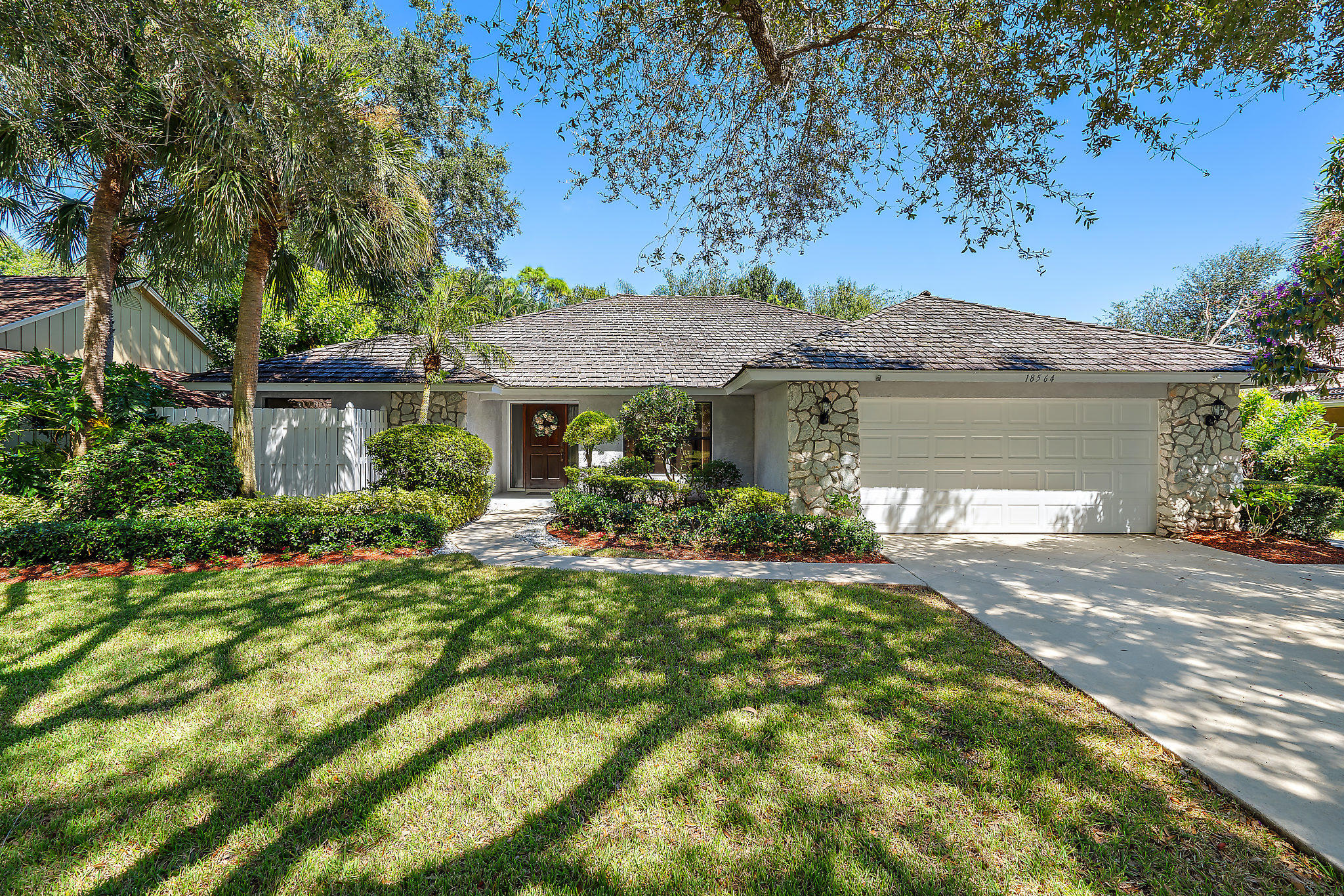 Photo of 18564 Lake Bend Drive, Jupiter, FL 33458