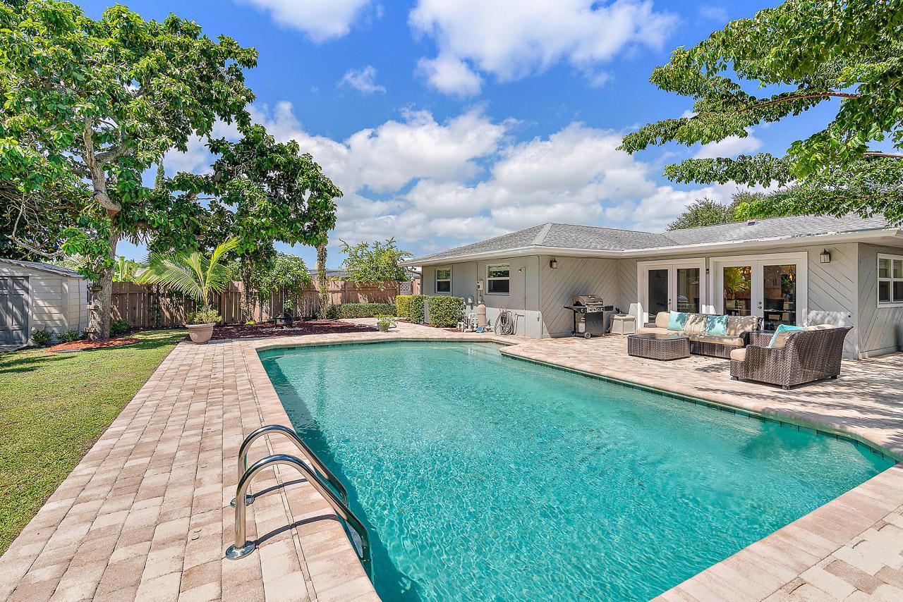 Photo of home for sale at 2358 Gabriel Lane, West Palm Beach FL