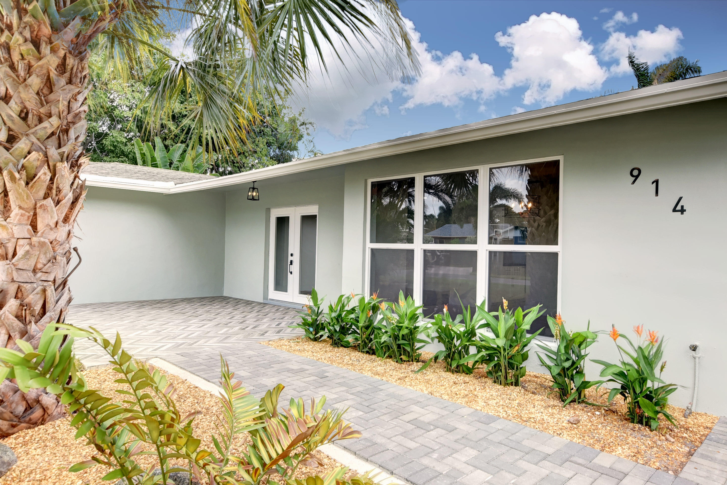 914 SW 27th Place  Boynton Beach, FL 33435