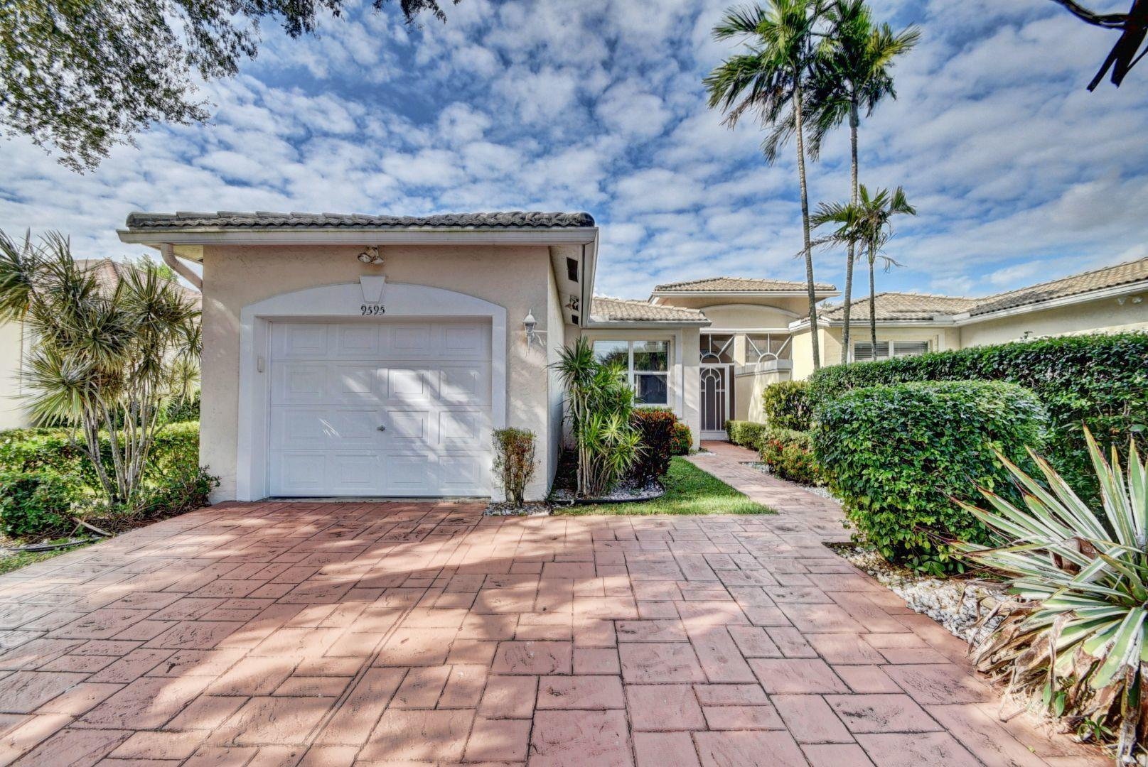 Photo of home for sale at 9595 Crescent View Drive, Boynton Beach FL
