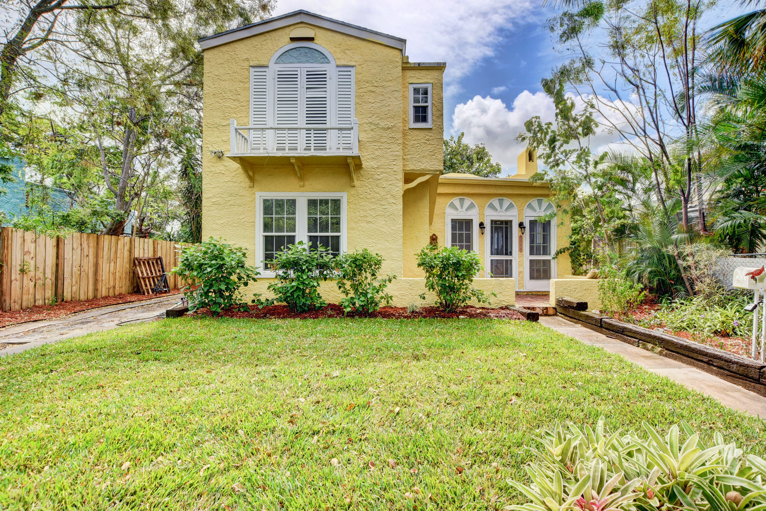 Photo of home for sale at 728 Lytle Street, West Palm Beach FL