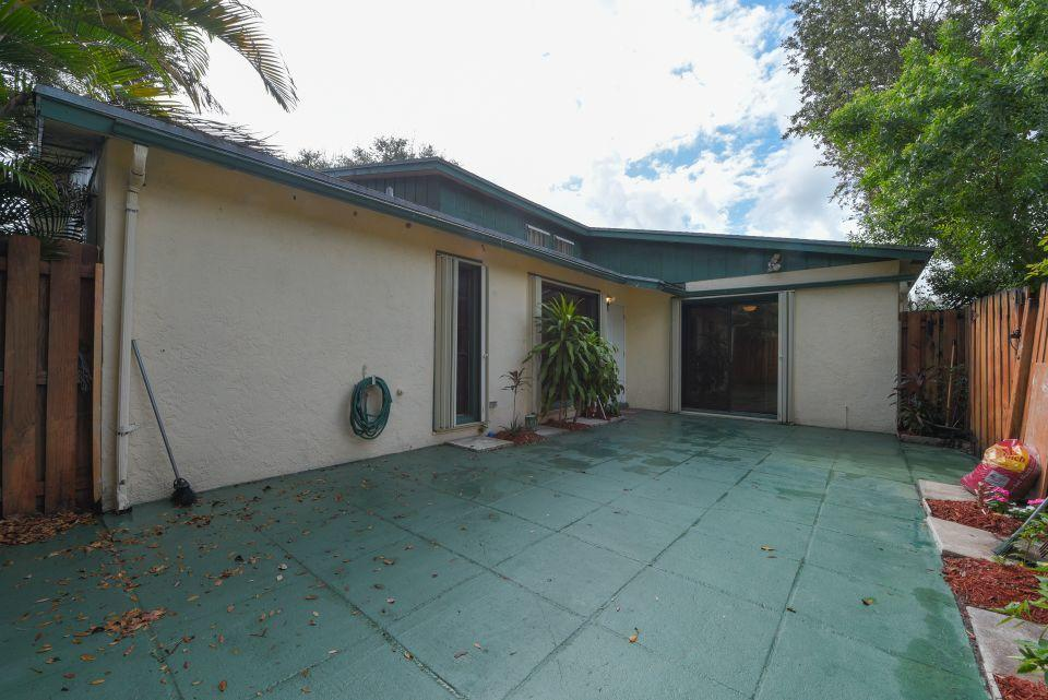 1045 Manor Drive Palm Springs, FL 33461 photo 16
