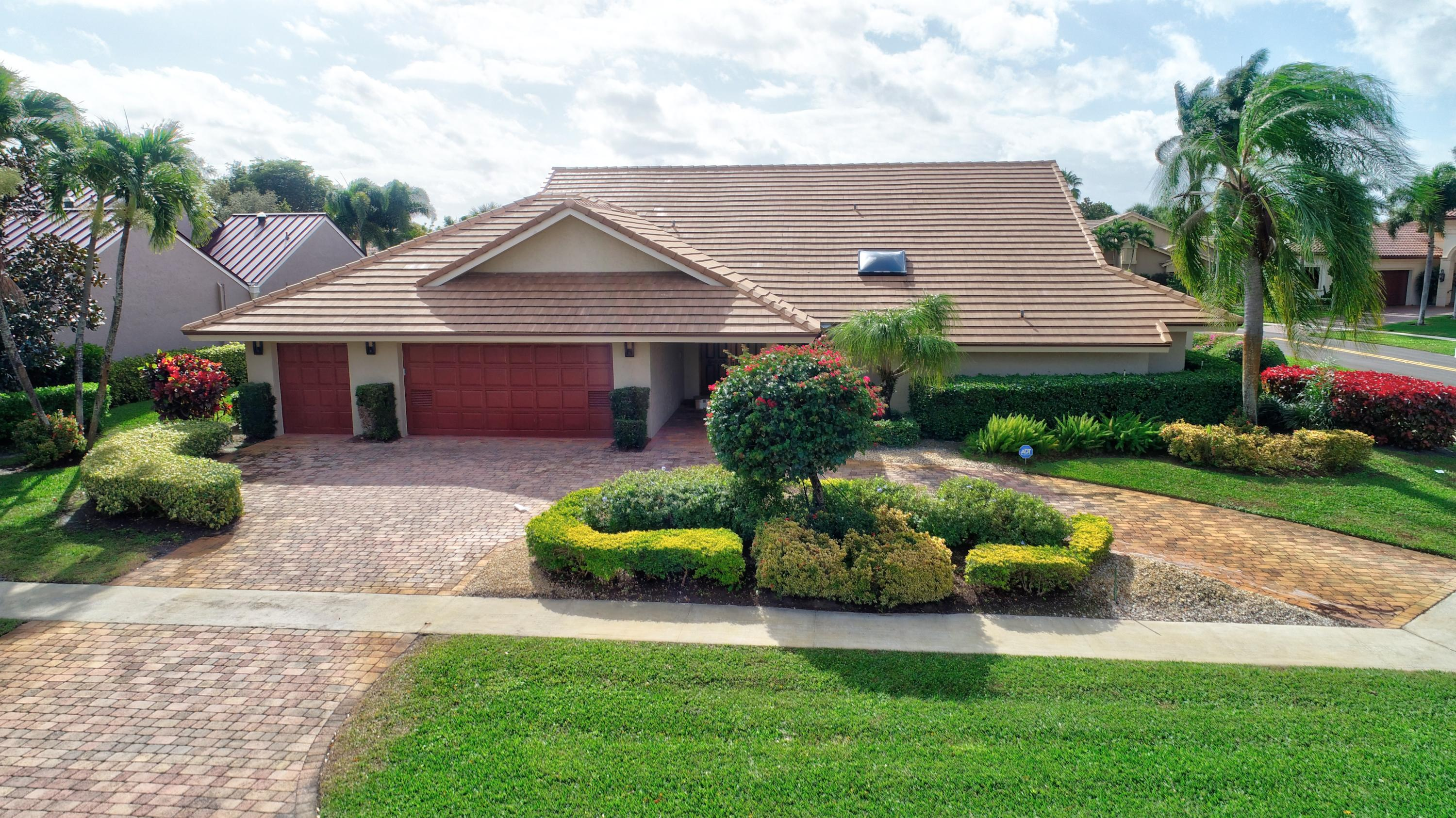 Photo of home for sale at 3714 Red Maple Circle, Delray Beach FL