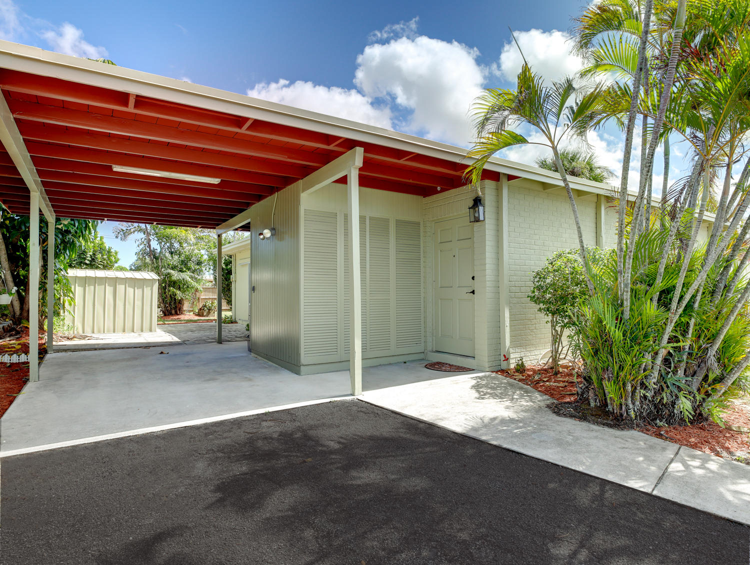 Photo of home for sale at 2406 Lynn Drive, West Palm Beach FL