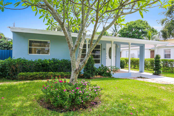 Photo of home for sale at 218 11Th Street NE, Delray Beach FL