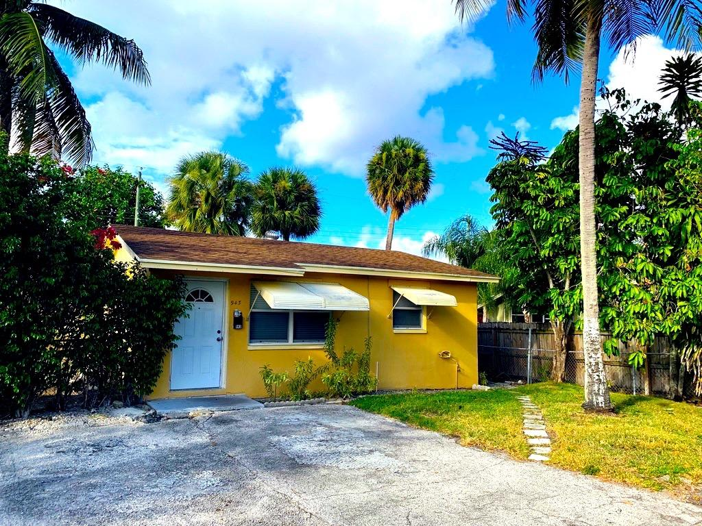 Photo of home for sale at 945 Selkirk Street, West Palm Beach FL