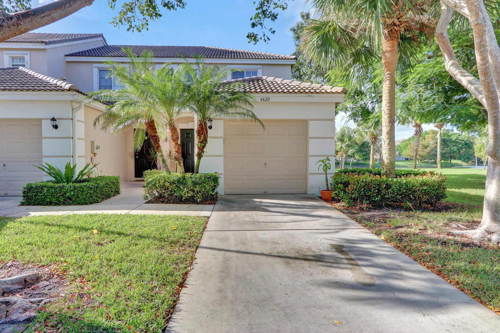 Photo of home for sale at 4620 Palmbrooke Circle, West Palm Beach FL