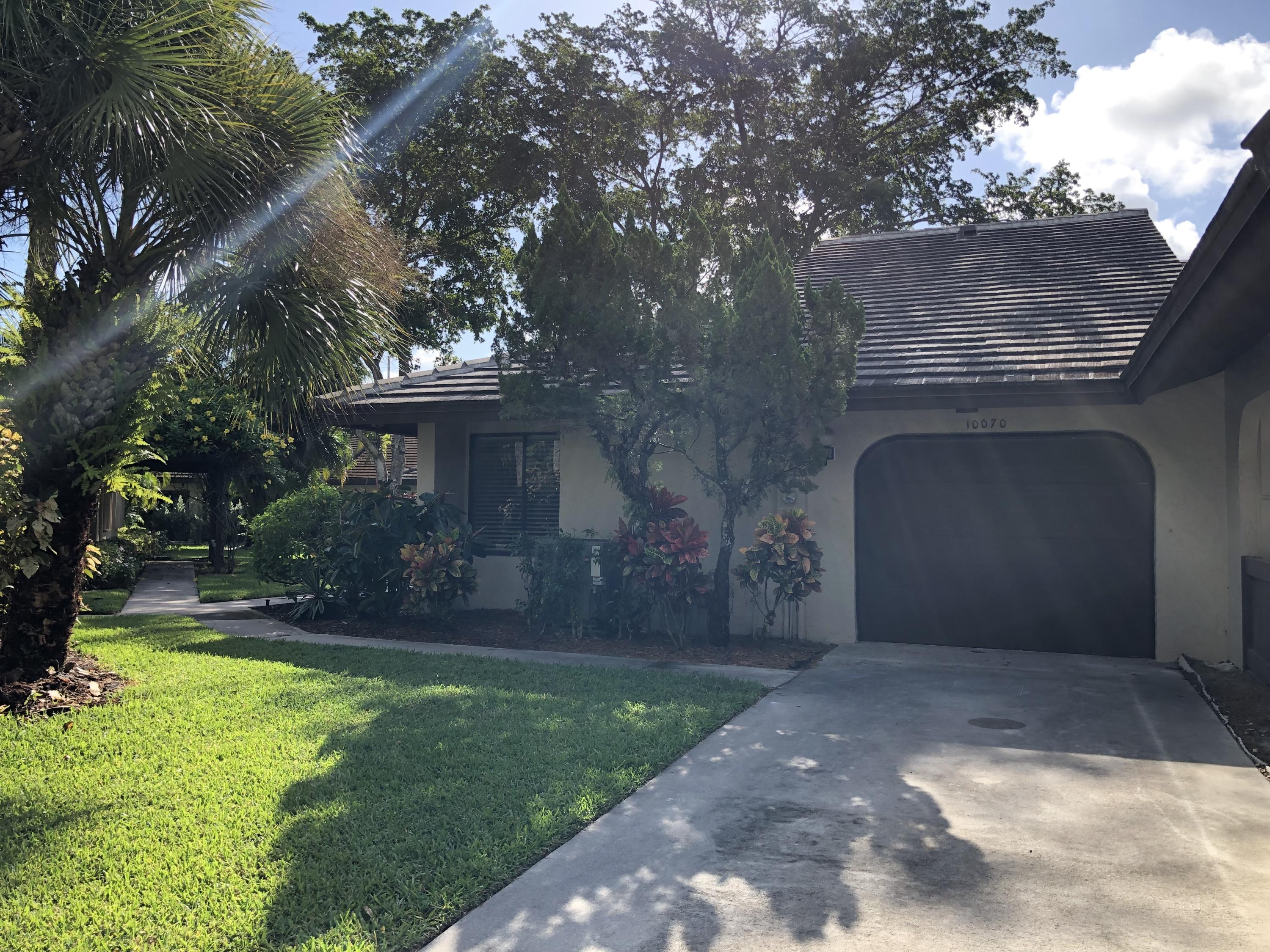 Photo of home for sale at 10070 Laurelwood Place, Boynton Beach FL