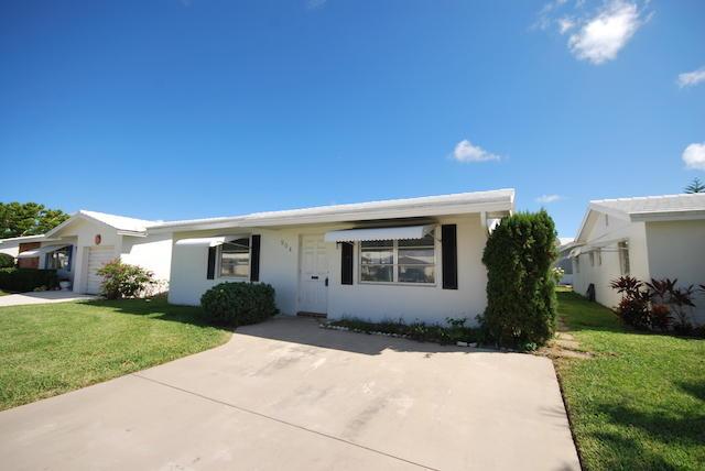 Photo of home for sale at 904 Ocean Drive, Boynton Beach FL