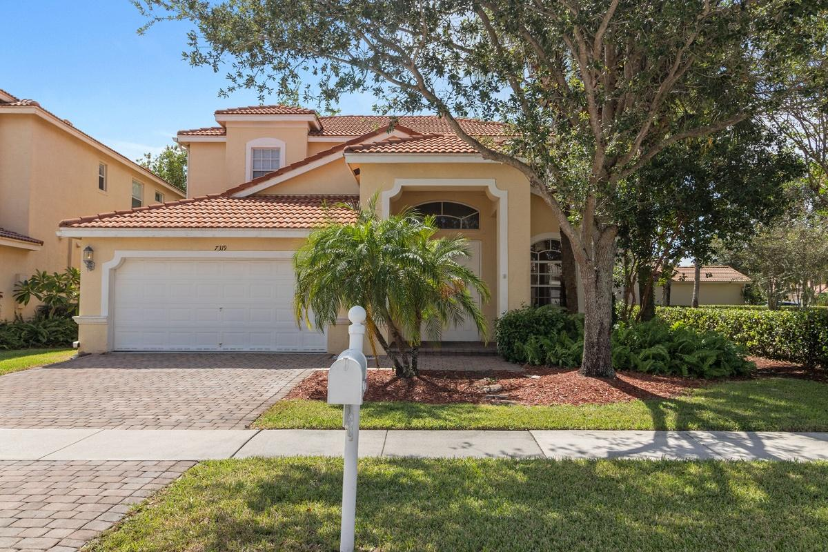 Photo of home for sale at 7319 Via Leonardo, Lake Worth FL