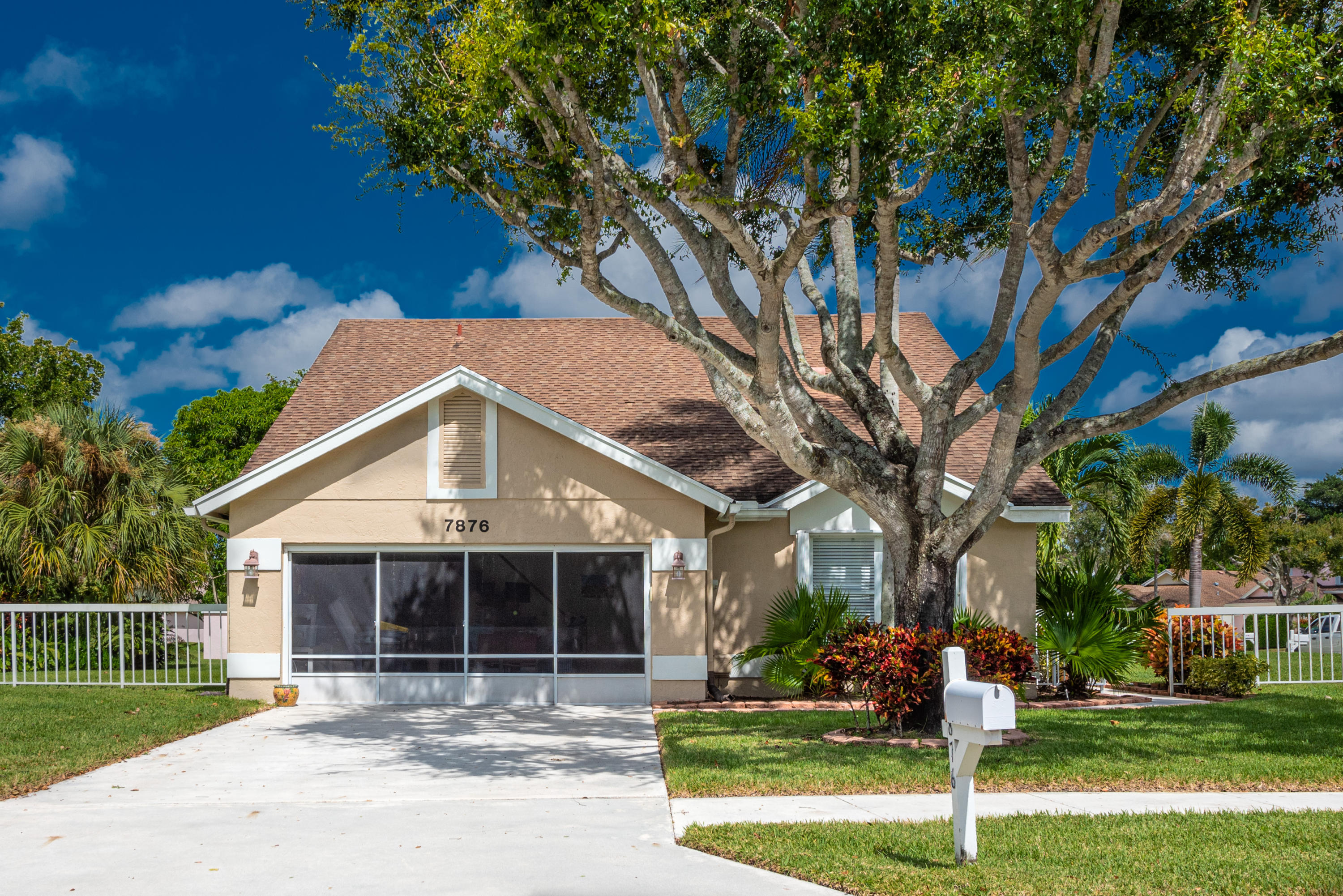 Photo of home for sale at 7876 Lake Champlain Court, Delray Beach FL