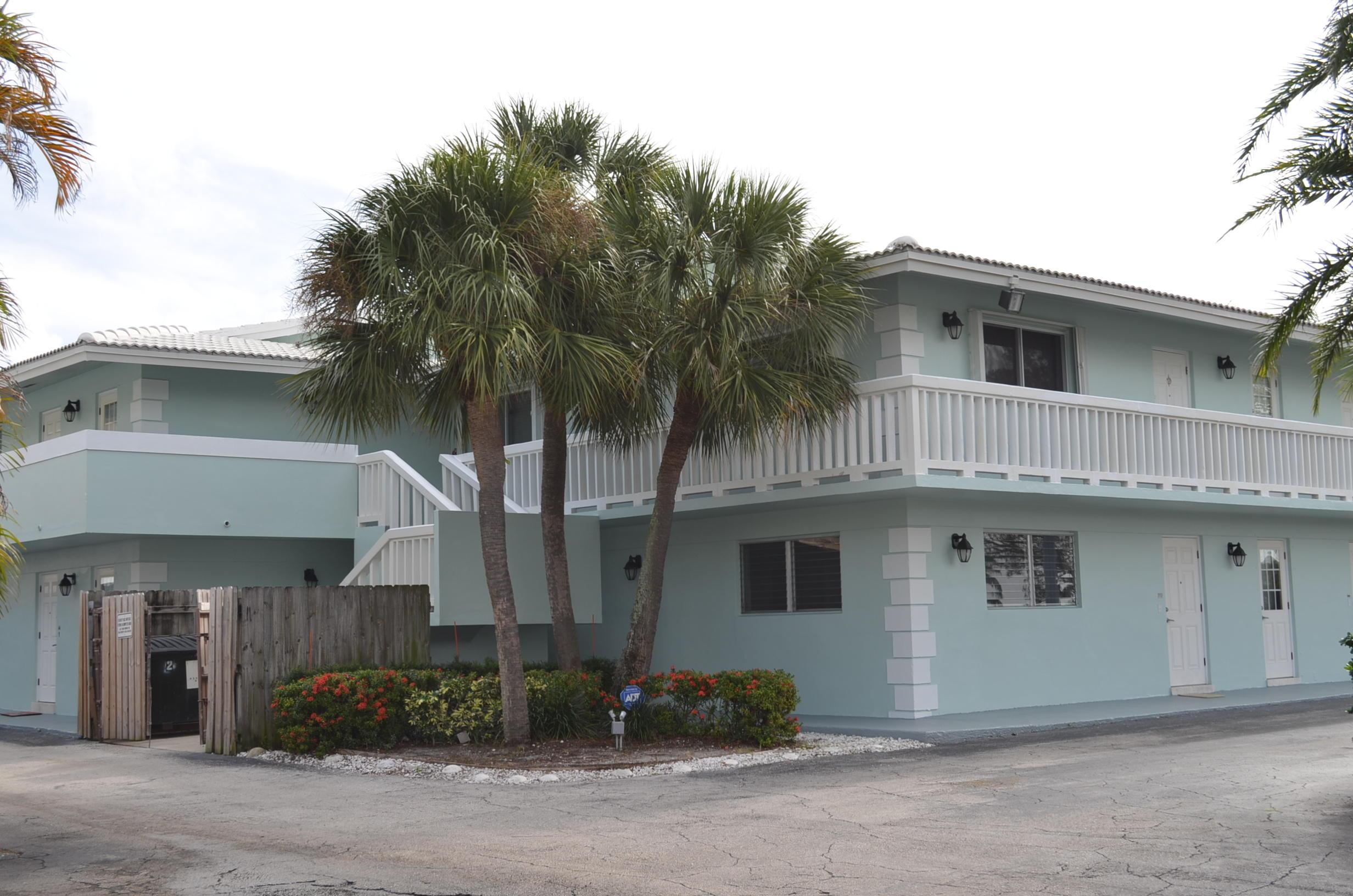 Photo of home for sale at 322 Federal Highway N, Deerfield Beach FL