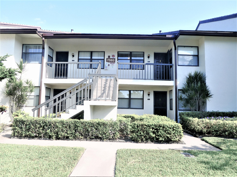 Photo of home for sale at 7593 Tahiti Lane, Lake Worth FL