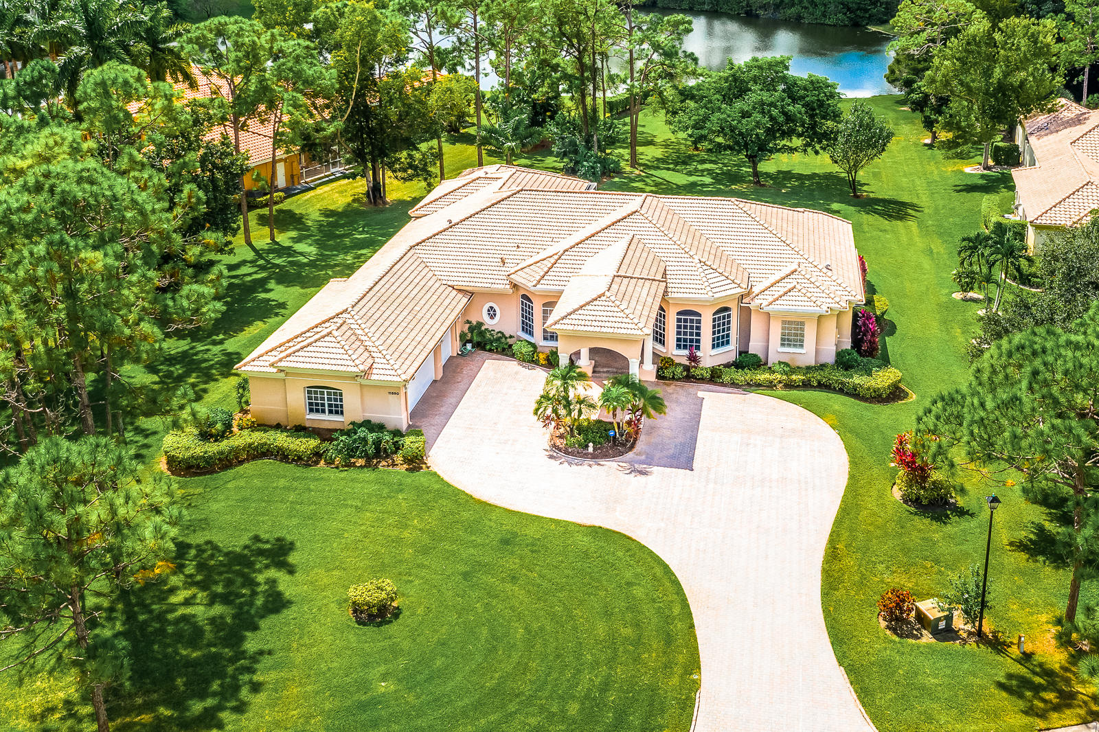 Photo of home for sale at 11890 Leeth Court, Palm Beach Gardens FL