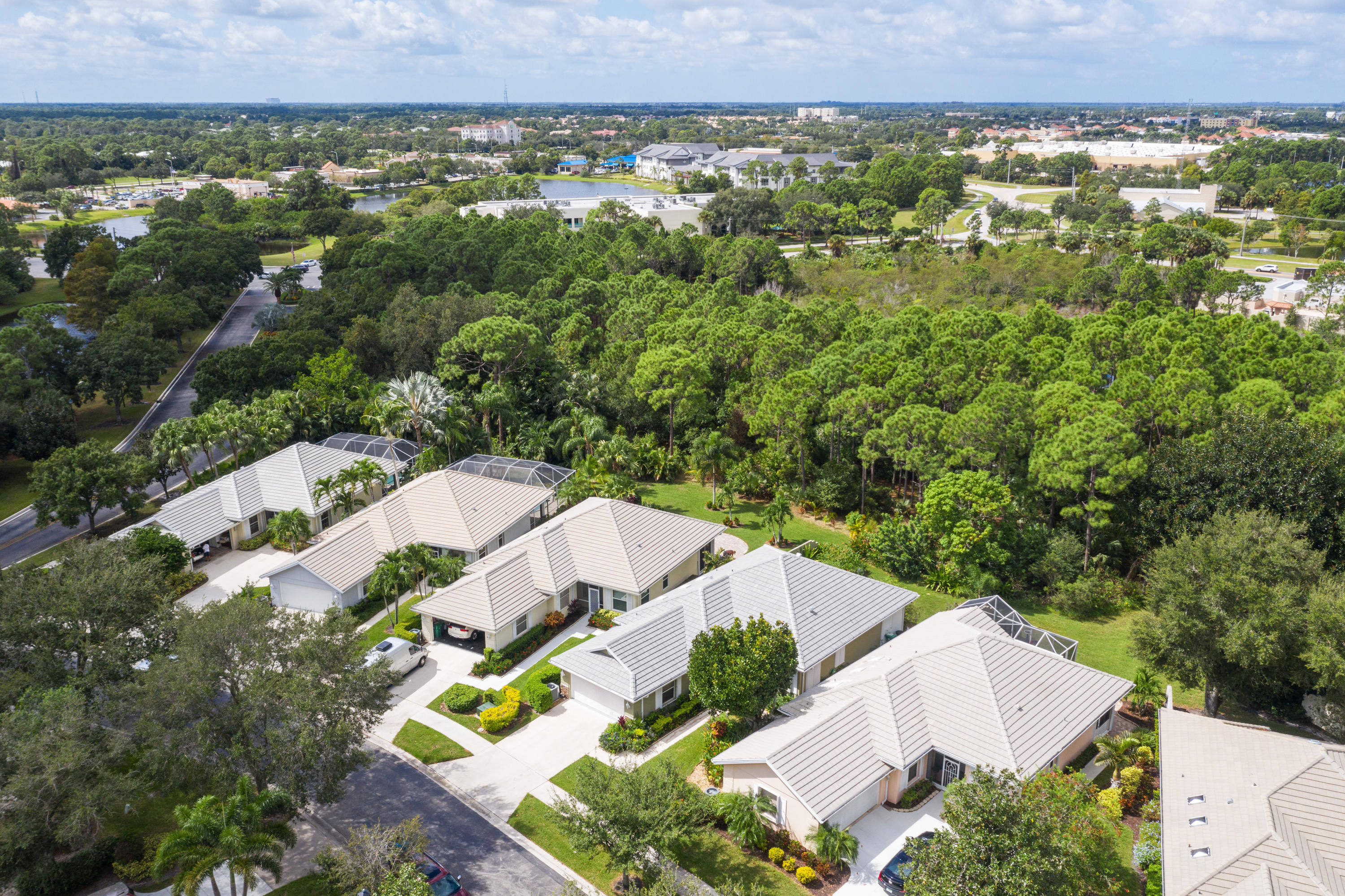 LAKES AT ST LUCIE WEST-PLAT 22- LOT 4 (OR 3042-83; 3421-2400)