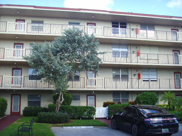 25 Abbey Lane, Delray Beach, Florida 33446, 2 Bedrooms Bedrooms, ,2 BathroomsBathrooms,Residential,for Rent,VILLAGES OF ORIOLE ABBEY,Abbey,RX-10567119, , , ,for Rent