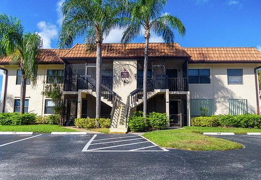 7082 Golf Colony Court 203 Lake Worth, FL 33467