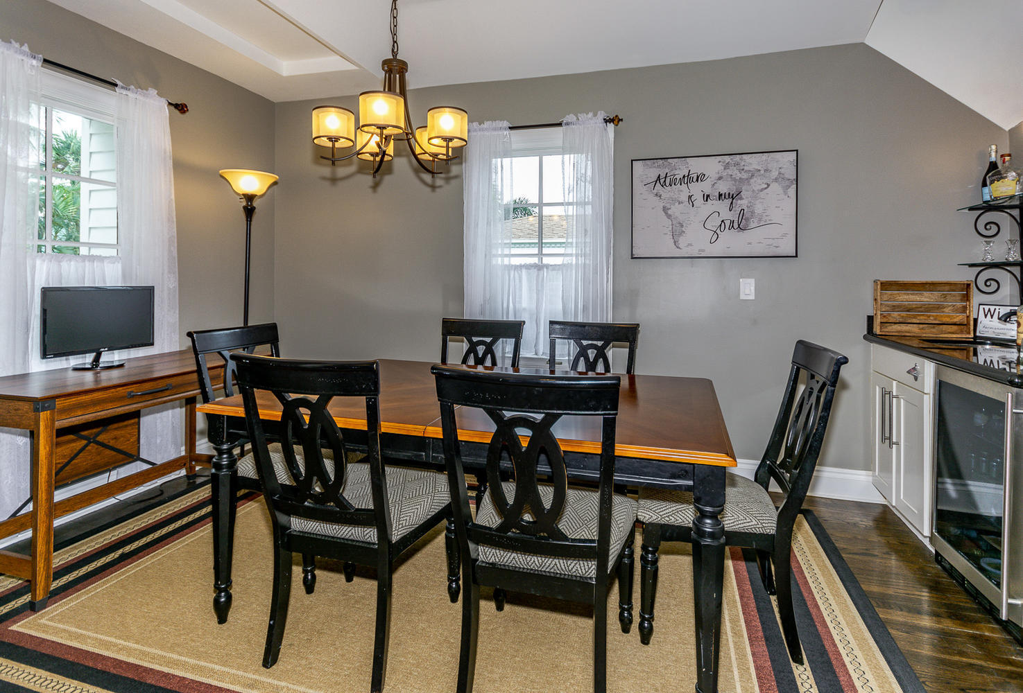 DINING ROOM WITH WET BAR