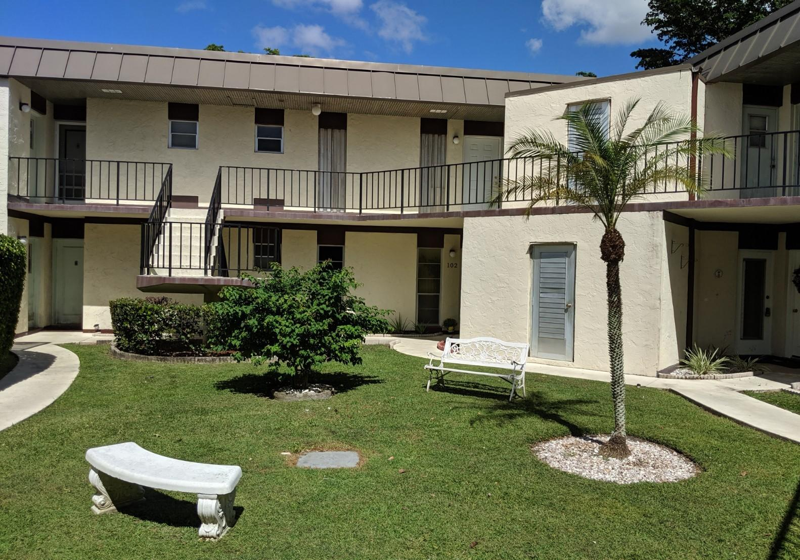 2 Greenway Village 201 Royal Palm Beach, FL 33411