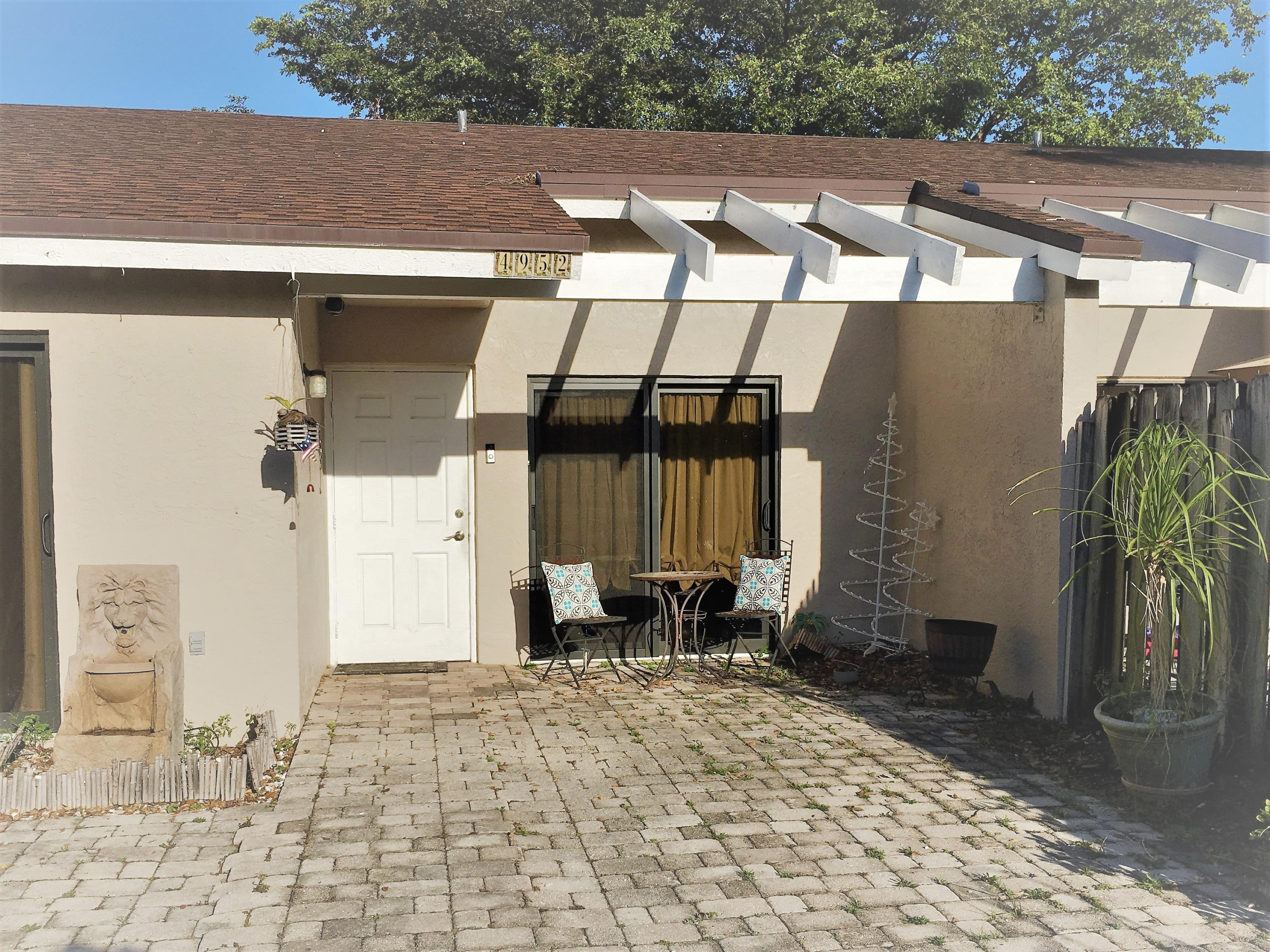 4952 E Lakes Drive 4952 Deerfield Beach, FL 33064 photo 2