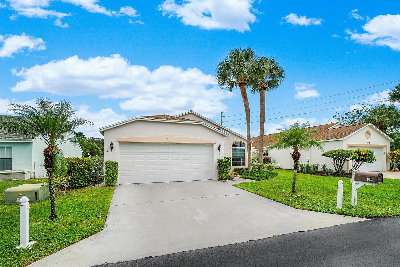 19 Bentwater Circle Boynton Beach, FL 33426