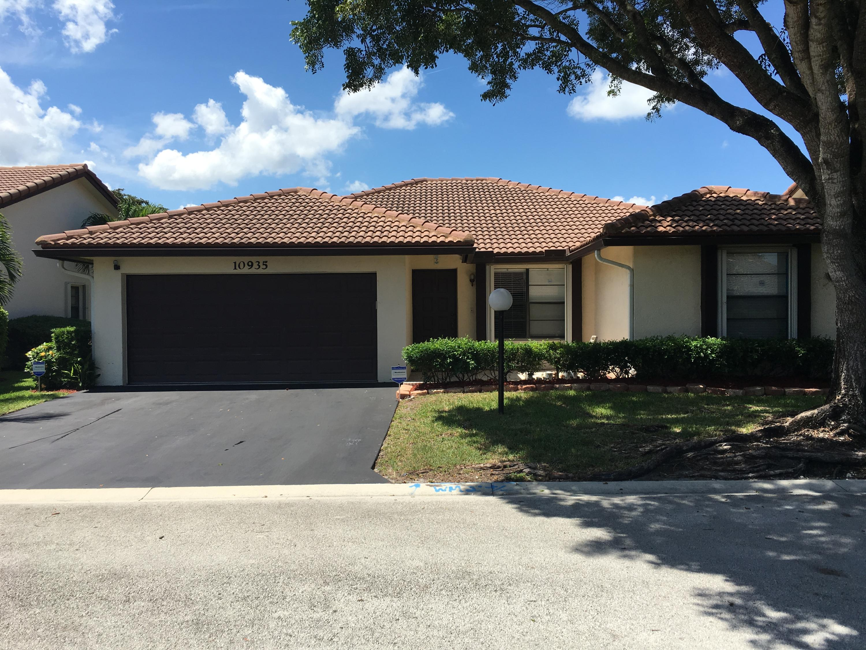 10935 Cypress Run Circle, Coral Springs, Florida 33071, 3 Bedrooms Bedrooms, ,2 BathroomsBathrooms,Rental,For Rent,Cypress Run,RX-10568935