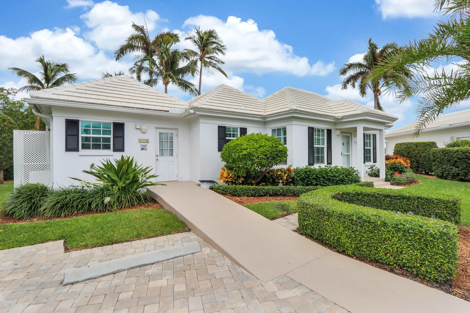 114 Evans Lane, Manalapan, Florida 33462, 3 Bedrooms Bedrooms, ,3 BathroomsBathrooms,Condo/coop,For Sale,Evans,RX-10555787