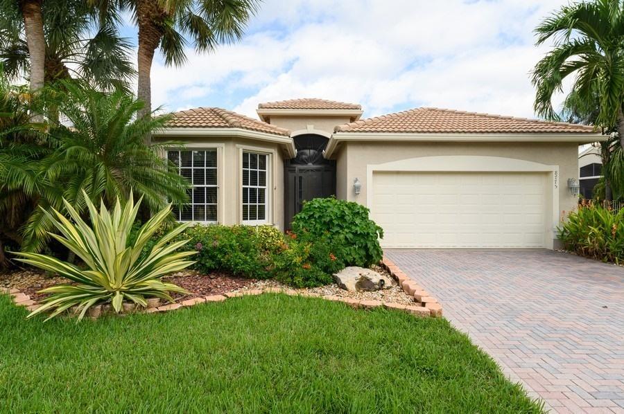 8775 Palm River Drive Lake Worth, FL 33467 photo 2