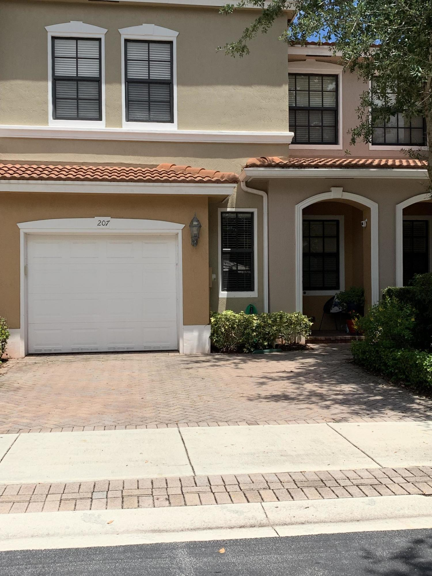 207 W Chrystie Circle  Delray Beach, FL 33484