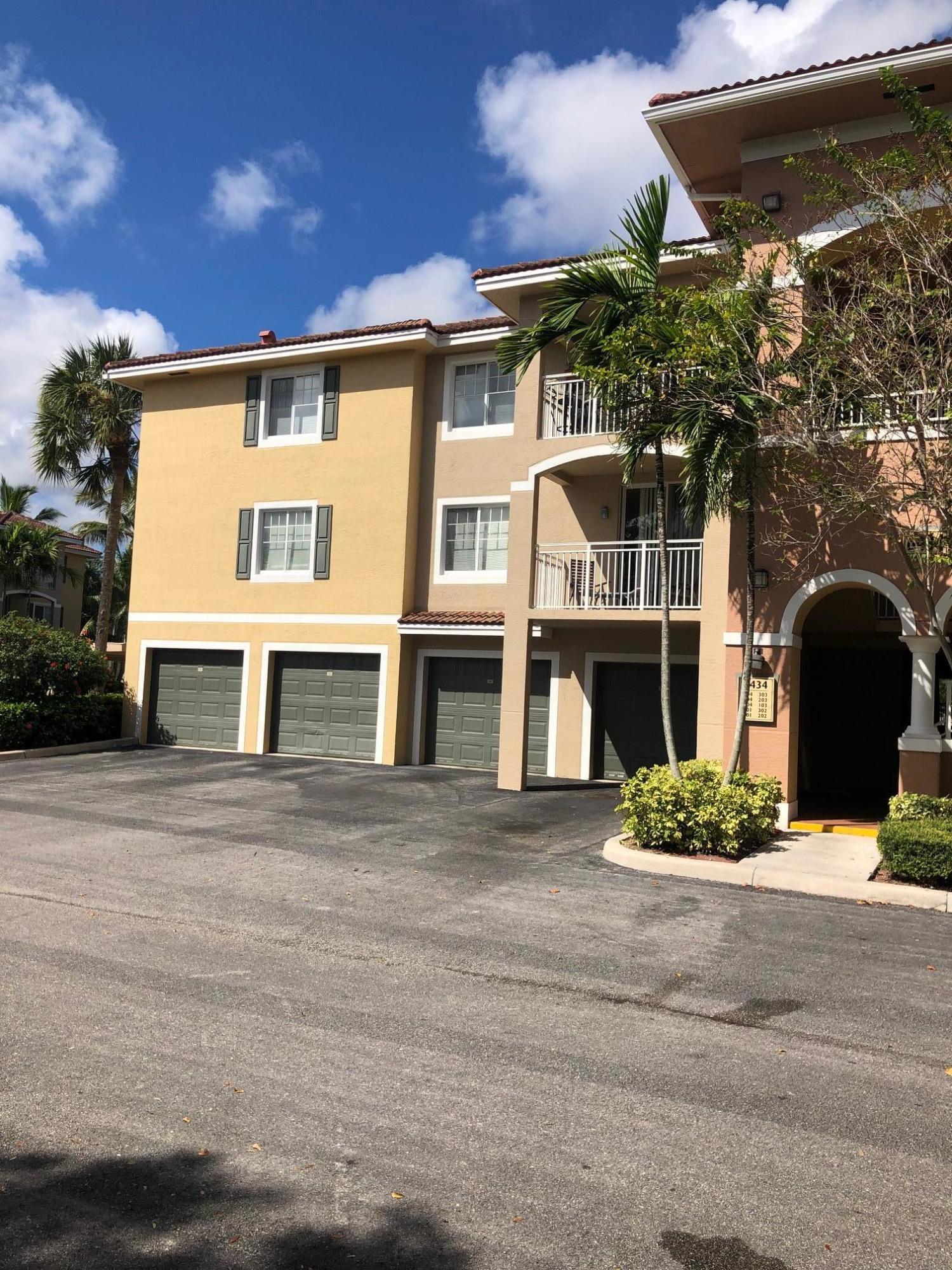 6434 Emerald Dunes Drive 204 West Palm Beach, FL 33411