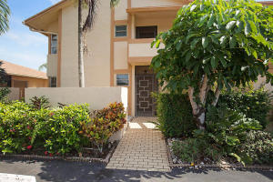 PALM GREENS AT VILLA DEL RAY CONDO II home 13937 Royal Palm Court Delray Beach FL 33484