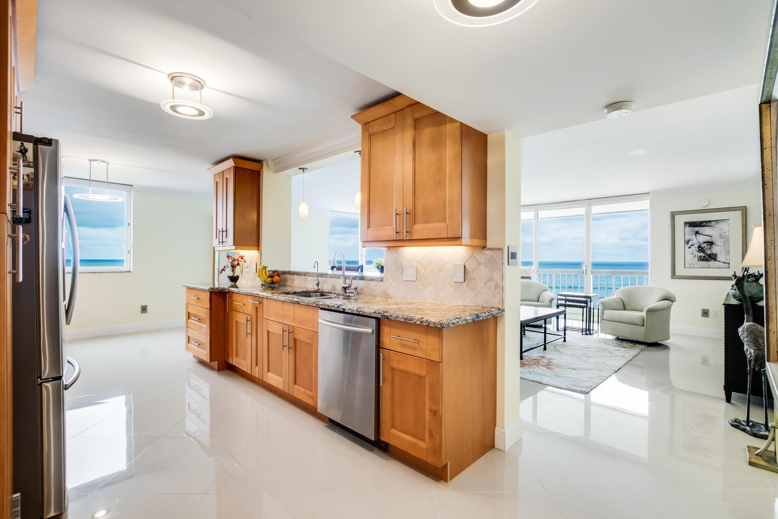 5380 N Ocean Drive 10e  Riviera Beach FL 33404