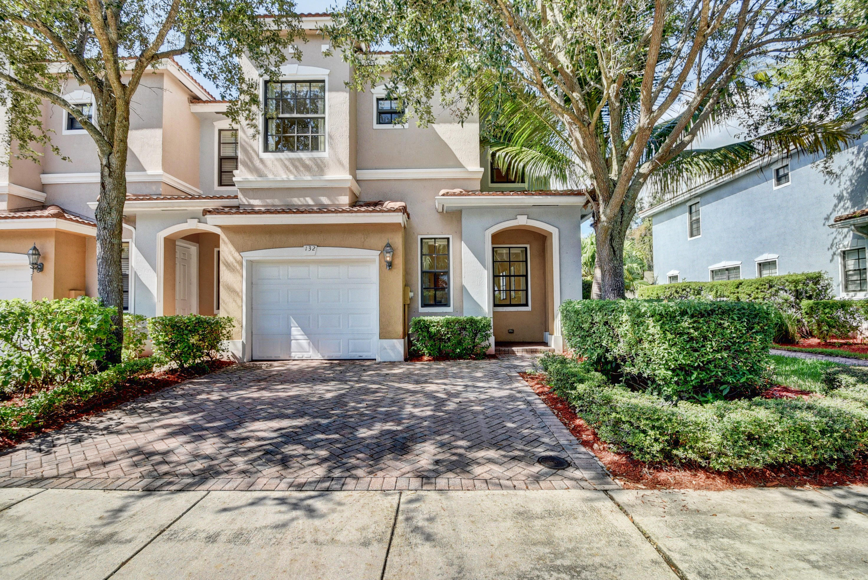132 E Astor Circle  Delray Beach, FL 33484