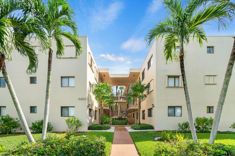 5250 Las Verdes Circle 104  Delray Beach, FL 33484