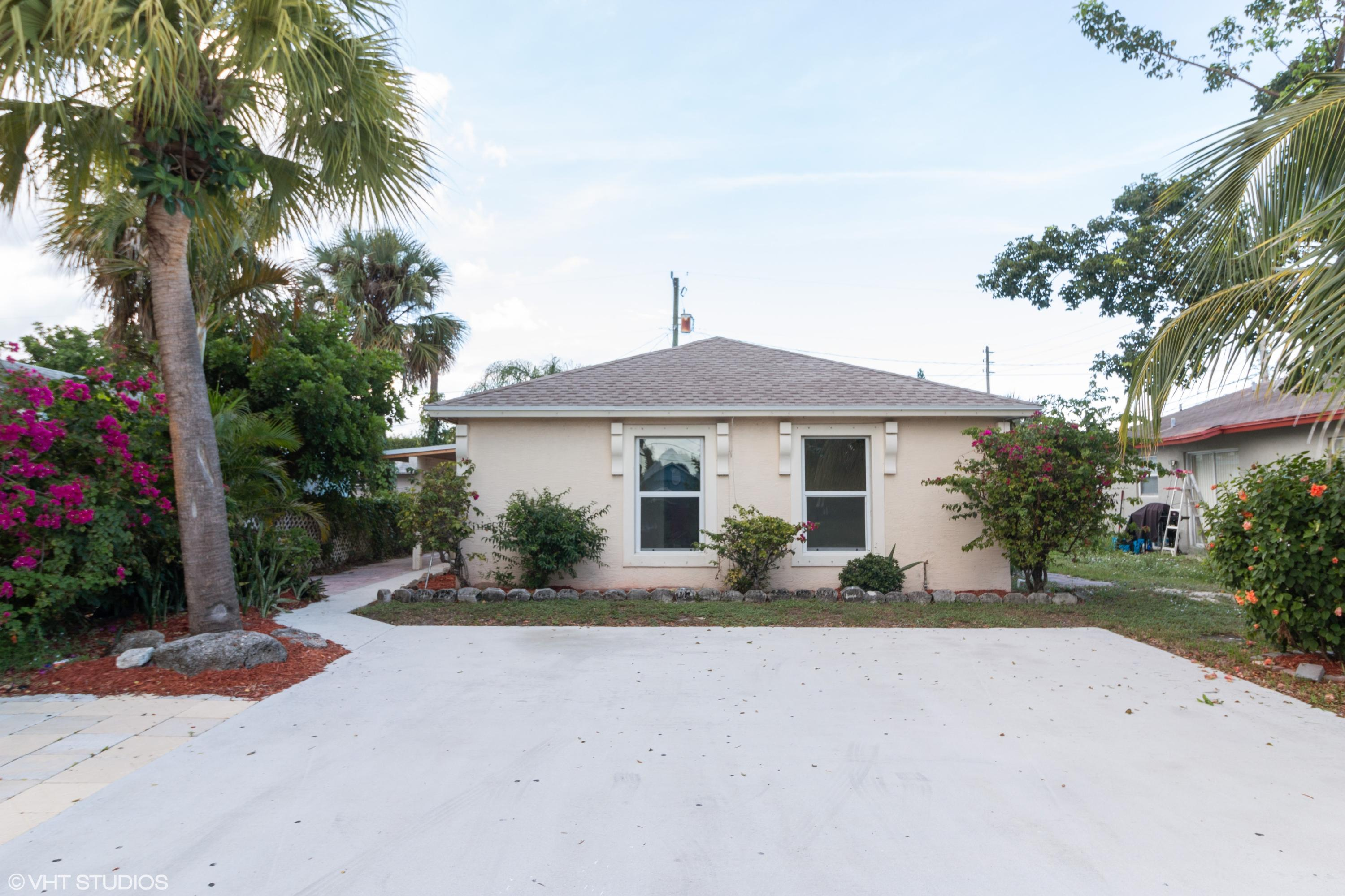 3865 Saginaw Avenue West Palm Beach, FL 33409
