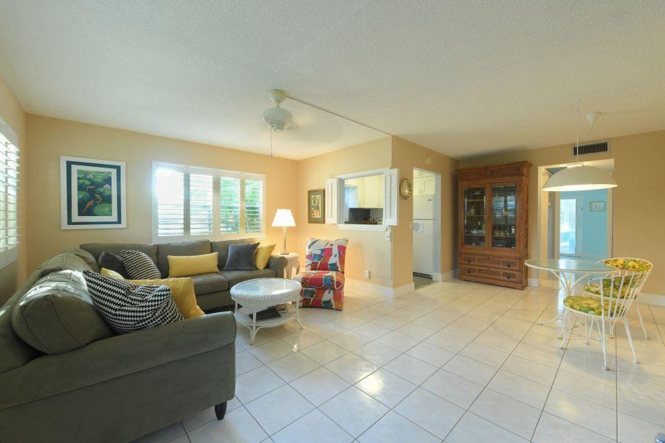 220 Dorchester J West Palm Beach, FL 33417 photo 2
