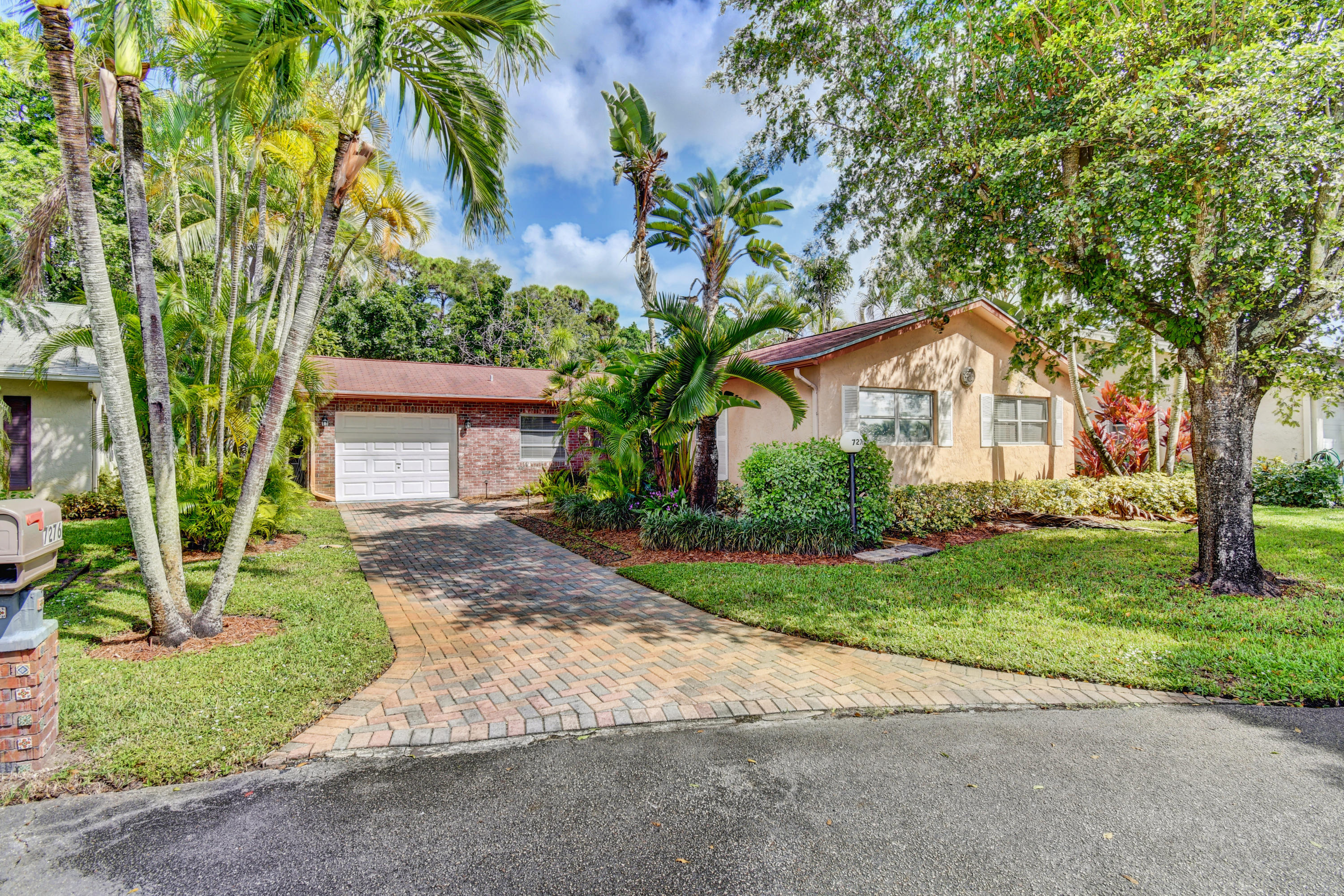 7276 Pinecone Terrace Lake Worth, FL 33467