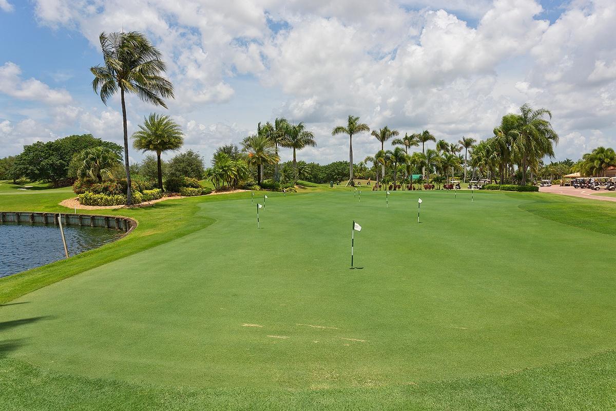 39_GolfcoursePuttingGreen