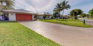 Beautiful 3 bedroom/3 bathroom home, in the heart of Royal Palm Beach! Features include: screened patio and pool, fenced yard (backs up to the golf course). Split floor plan, separate dining, living and family areas, walk-in closets, pantry and laundry areas. No HOA!Make an appointment and see why this is a most desired community in the area!