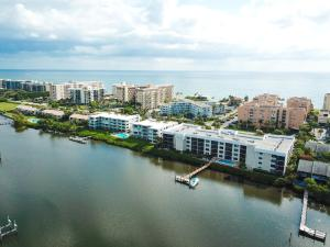 Lakewood At Palm Beach Condo