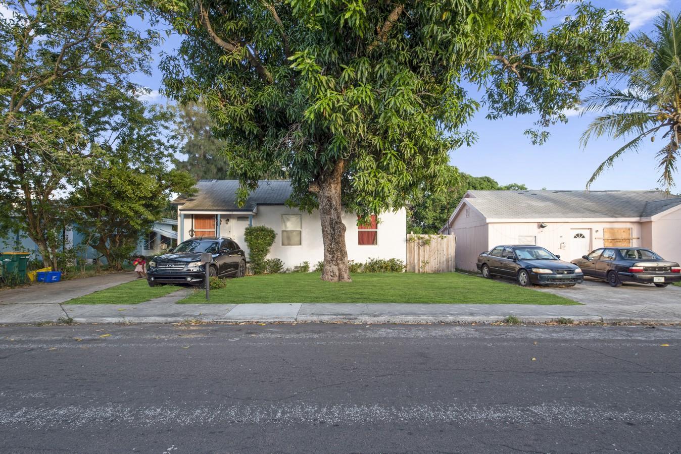 1118 S L Street  Lake Worth Beach, FL 33460