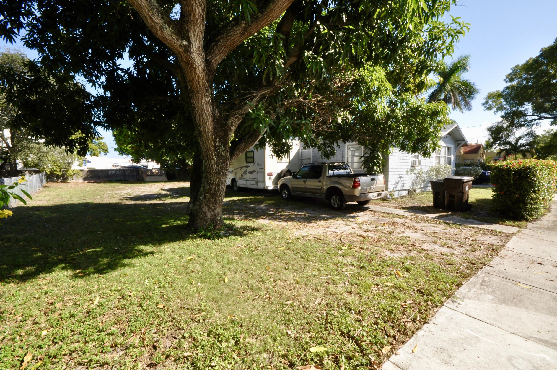 4010 Garden Avenue West Palm Beach, FL 33405 photo 3
