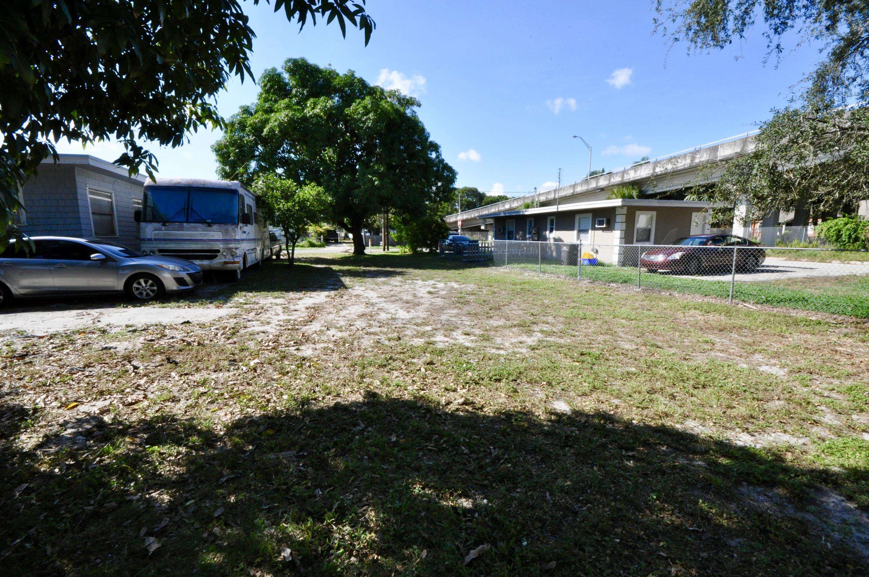 4010 Garden Avenue West Palm Beach, FL 33405 photo 5