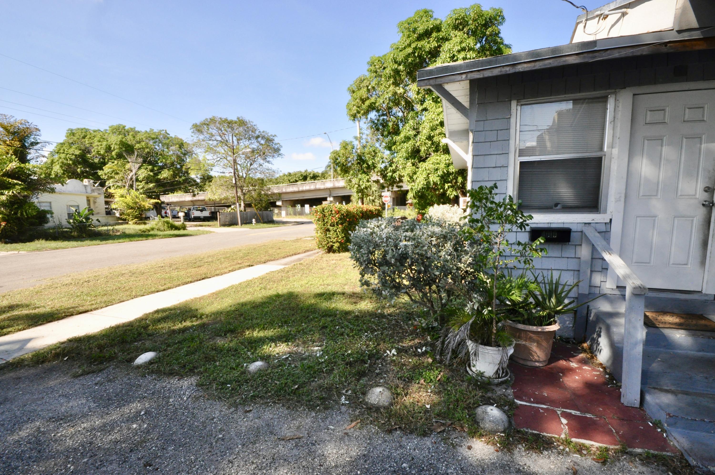 4010 Garden Avenue West Palm Beach, FL 33405 photo 10
