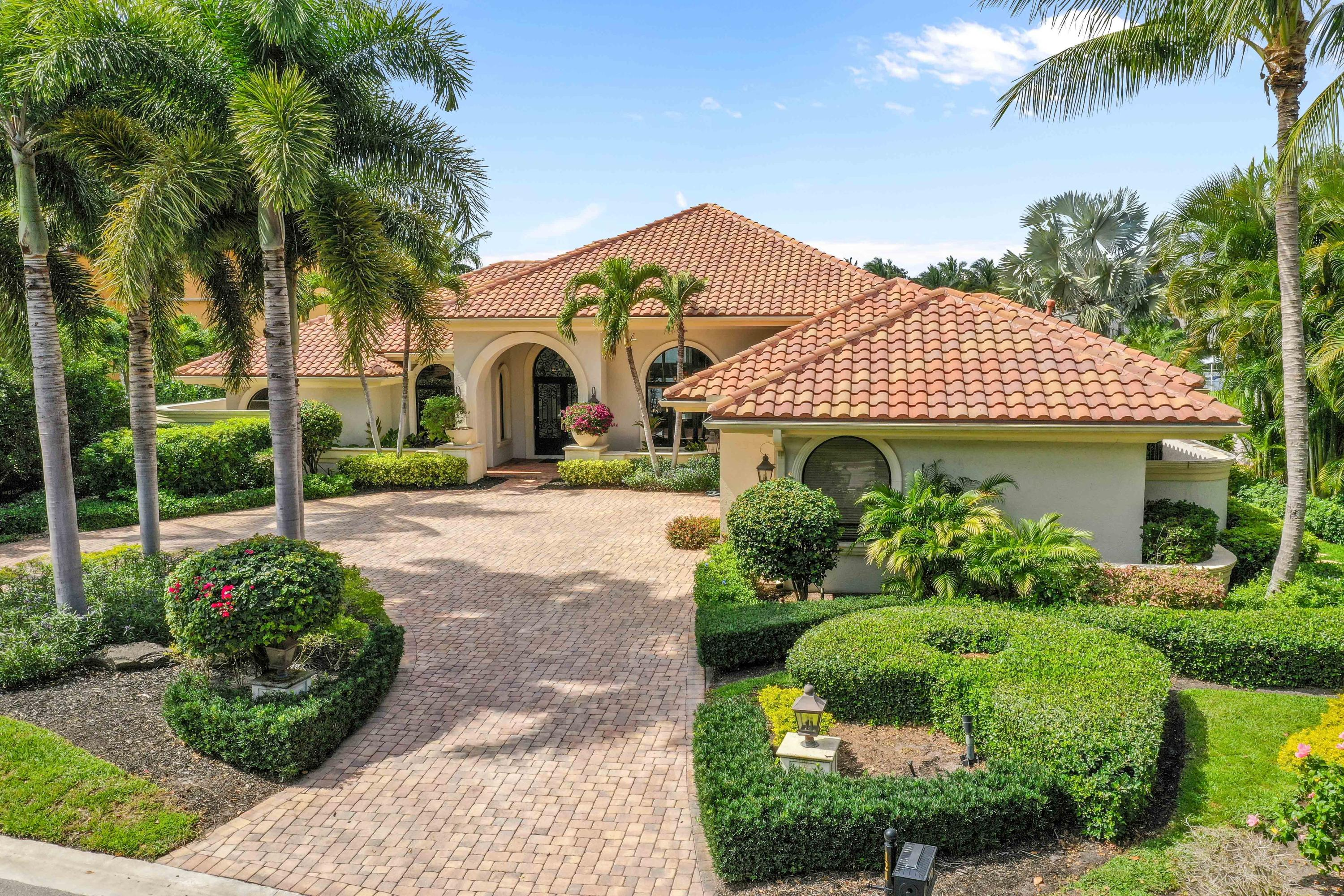 121  Commodore Drive , Jupiter FL 33477 is listed for sale as MLS Listing RX-10574506 photo #2