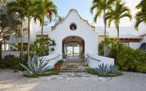 320  Island Road , Palm Beach FL 33480 is listed for sale as MLS Listing RX-10574531 photo #2