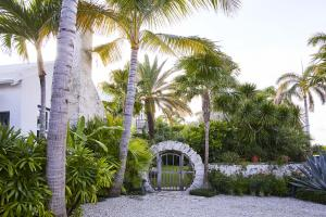 320  Island Road , Palm Beach FL 33480 is listed for sale as MLS Listing RX-10574531 photo #17